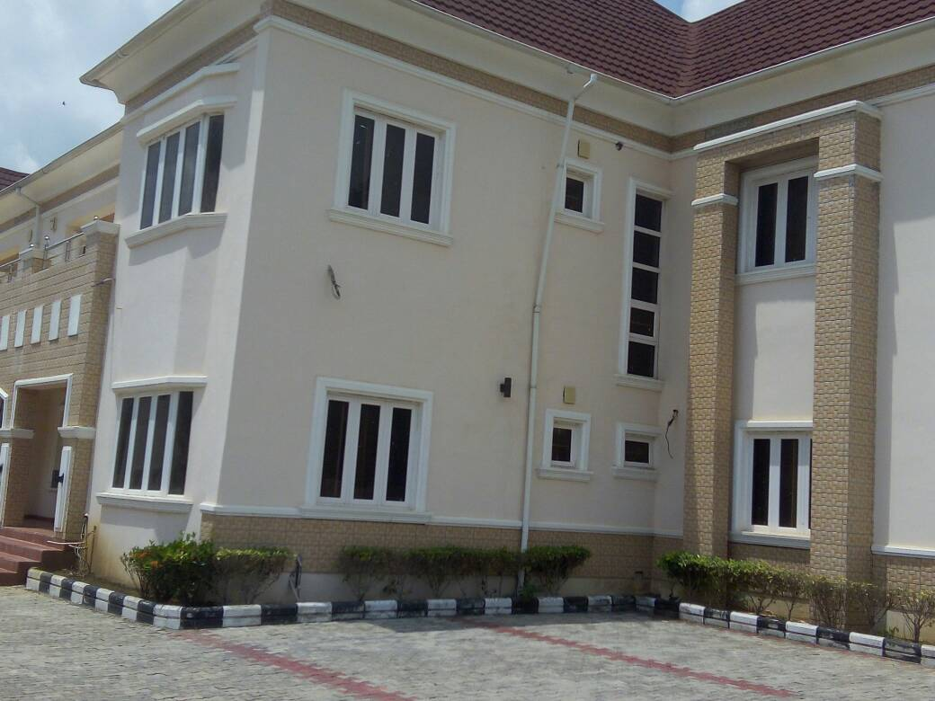 5 Bedroom Semi Detached Houses